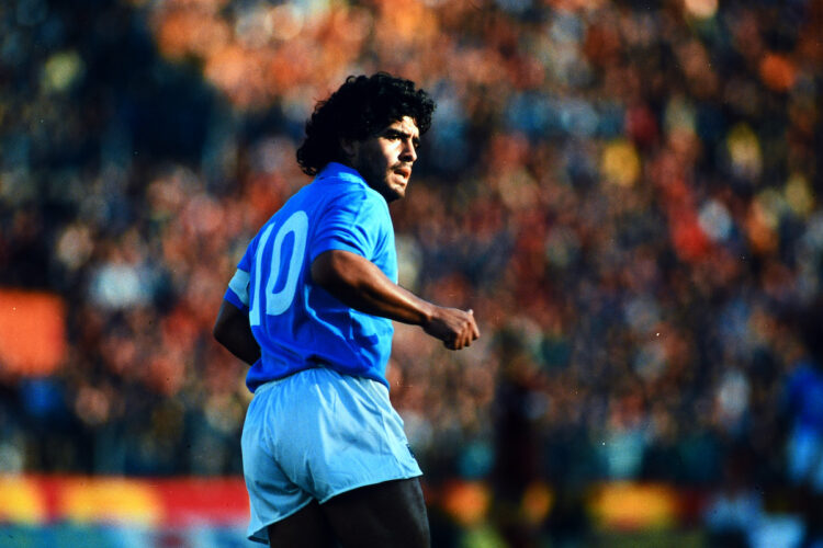 ROME, ITALY - OCTOBER 26: Diego Maradona of Napoli in action during the Serie A match between AS Roma and Napoli at the Stadio Olympico on October 26, 1986 in Rome, Italy. (Photo by Etsuo Hara/Getty Images)